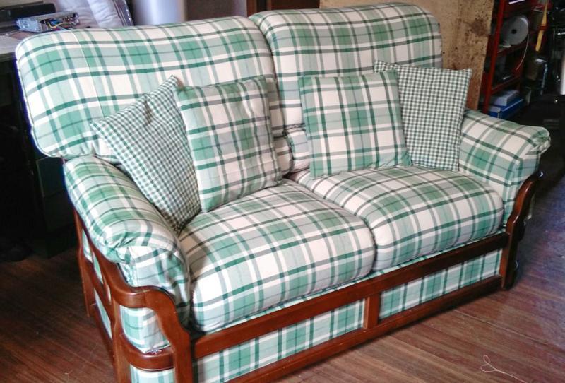 Rifacimento imbottiti divano mod rustico con struttura in legno - Divano ikea con struttura in legno ...
