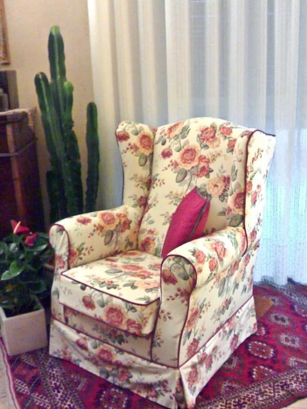 Rifacimento Imbottiti - Poltrona modello bergere in tessuto fiorato stile Sanderson